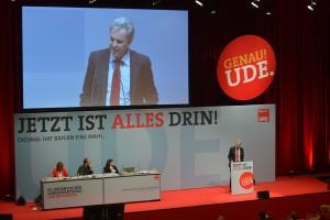 Matthias Jena, Vorsitzender des DGB Bayern, während seiner Rede