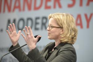 Generalsekretärin Natascha Kohnen begrüßt die Gäste