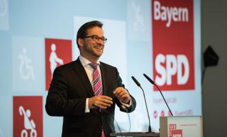 Florian Pronold auf der Bühne des Parteitags in Unterschleißheim