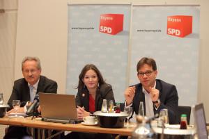 Christian Ude, Doris Aschenbrenner und Florian Pronold während der Pressekonferenz (Foto: Frank Ossenbrink)