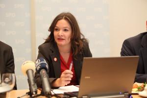 Doris Aschenbrenner während der Pressekonferenz (Foto: Frank Ossenbrink)