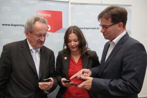 Christian Ude, Doris Aschenbrenner und Florian Pronold nach der Pressekonferenz (Foto: Frank Ossenbrink)