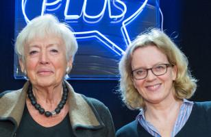 Renate Schmidt und Natascha Kohnen auf der Bühne im Gutmannn