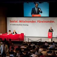 Bild ins Plenum des Parteitages, mit Florian Pronold am Rednerpult