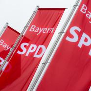 Drei SPD-Flaggen im Wind