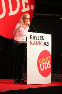 """Generalsekretärin Natascha Kohnen während der Vorstellung des Leitantrages """"Bayern kann das!"""" (Foto: Frank Ossenbrink)"""