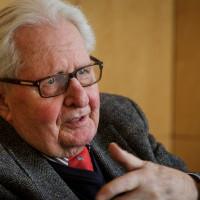 Porträtfoto von Hans-Jochen Vogel
