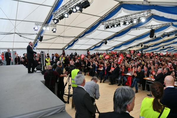 Martin Schulz hat das Zelt im Griff