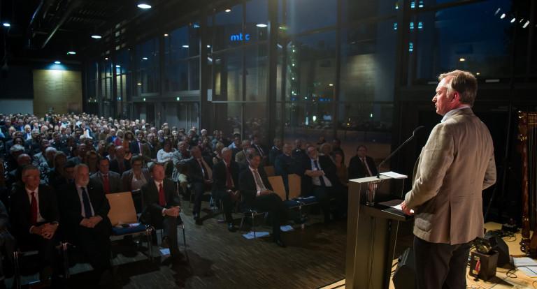 Christian Springer auf der Bühne in Passau