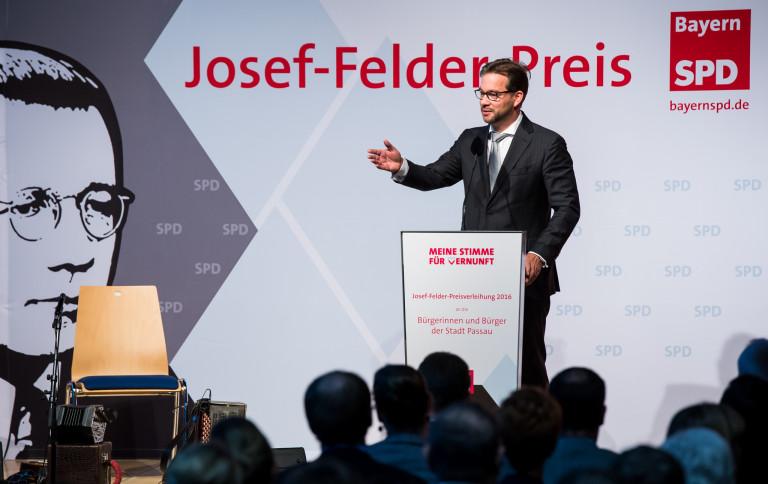 Florian Pronold auf der Bühne in Passau