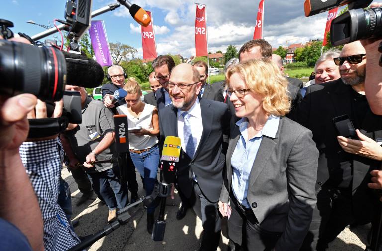 Natascha Kohnen und Martin Schulz werden von der Presse empfangen