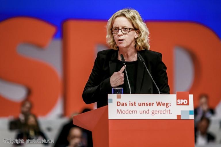 Natascha Kohnen auf der Bühne des SPD-Parteitags in Berlin