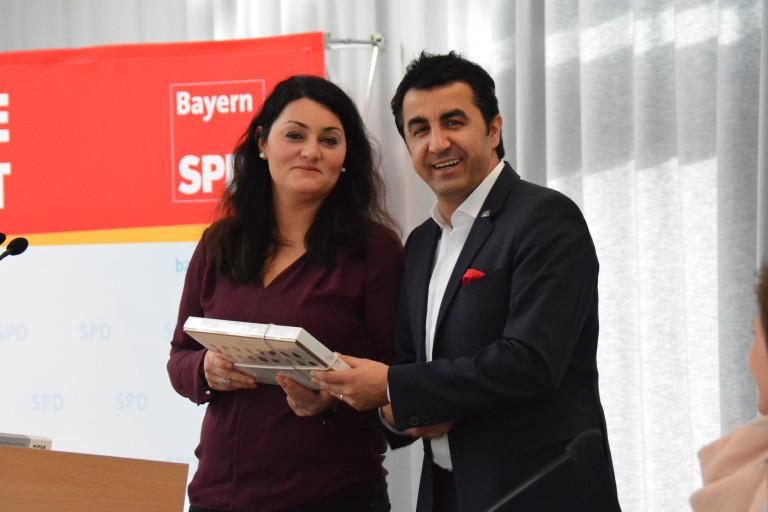 Lamya Kaddor und der neue Vorsitzender Arif Tasdelen