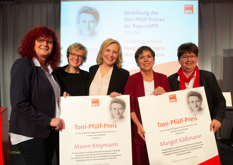 Laudatorinnen und Preisträgerinnen und die AsF-Landesvorsitzende Micky Wenngatz