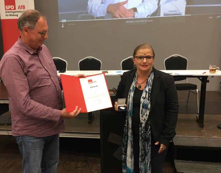 Marion Winter erhält Willy-Brandt-Medaille